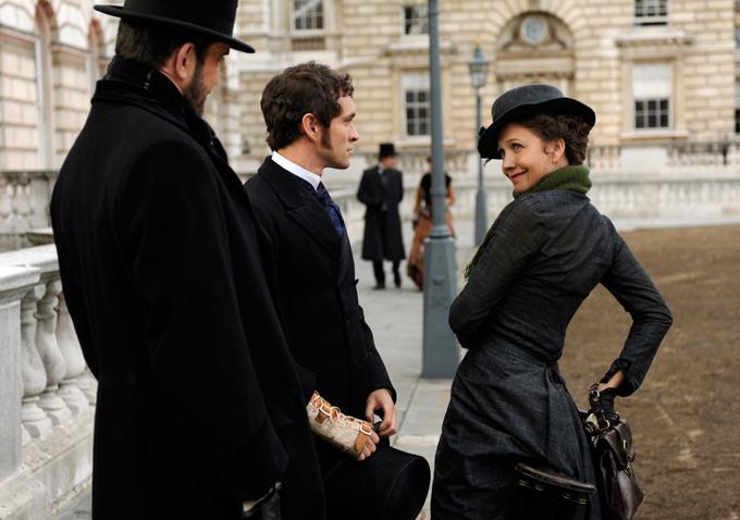 Maggie Gyllenhaal in Hysteria-680