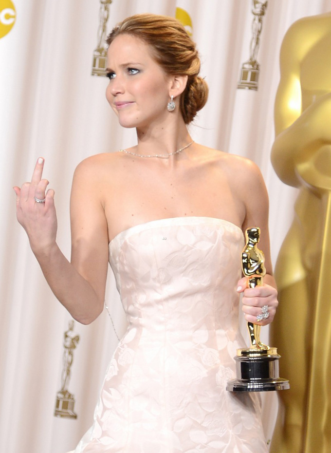 Jennifer Lawrence Oscar skip crop