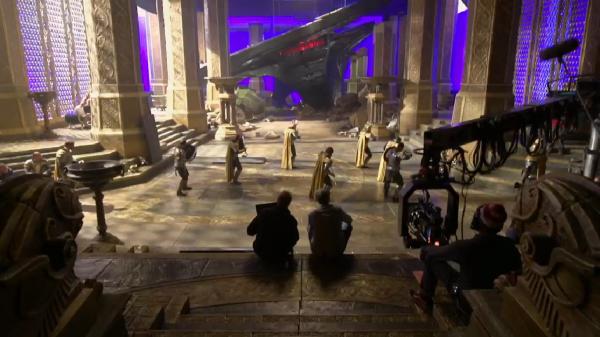 Thor: The Dark World Set Photo (skip crop)