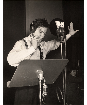 Orson Welles-microphone-b-350