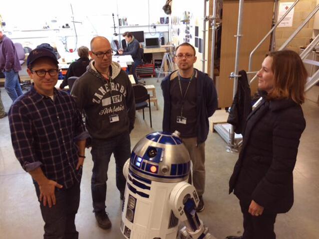 Star Wars 7 J.J. Abrams R2D2 (skip crop)
