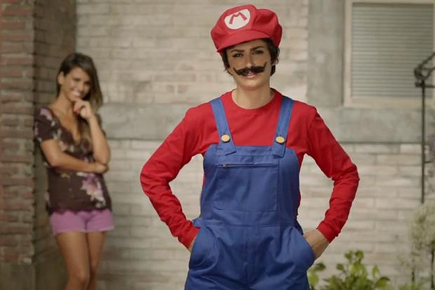 Penelope Cruz Super Mario skip crop