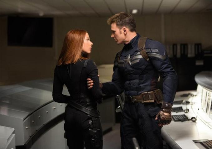Scarlett Johansson-Chris Evans-680