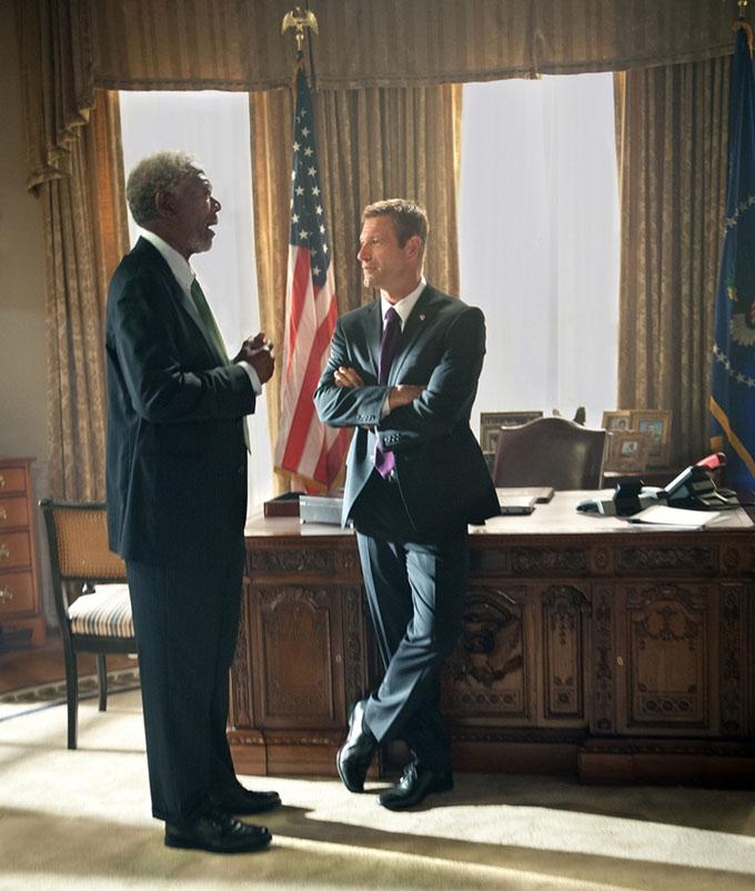 Olympus Has Fallen Aaron Eckhart Morgan Freeman skip