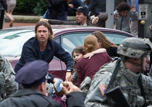 Brad Pitt-Mireille Enos-World War Z-485
