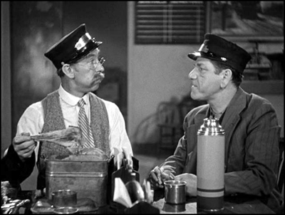 """Andy Clyde and Shemp Howard work well together in """"Money Squawks"""" (1940)."""