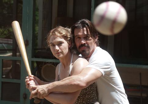 Kate Winslet-Josh Brolin-2-485