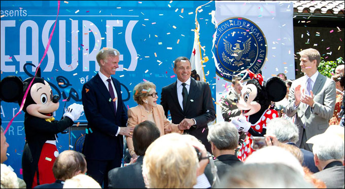 Mickey and Minnie Mouse flank John Heubusch, executive director of the Ronald Reagan Presidential Foundation, former First Lady Nancy Reagan, and Disney chieftain Bob Iger at the grand opening ceremony. At the right is Steven Clark, VP of Corporate Communications for the Walt Disney Company and head of D23 and Walt Disney Archives.