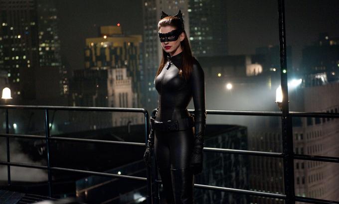 Anne Hathaway, Dark Knight Rises, skip crop