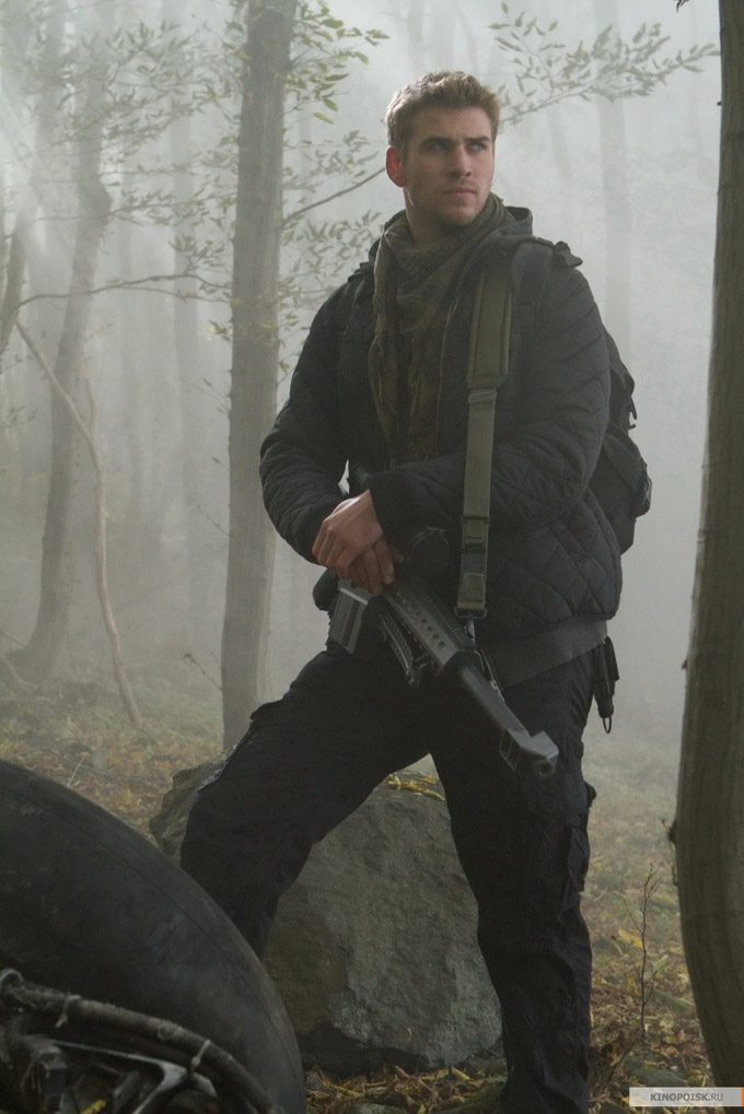 The Expendables 2 Liam Hemsworth skip crop